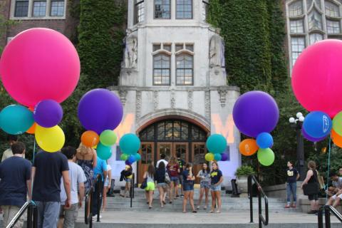 Colorful balloons in front of the Union